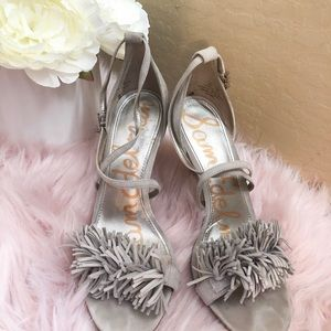 Gray suede sandals with fringes.